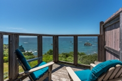 Turtle Rocks Inn has full rights to the images except for marketing the property for sale and or reselling the images