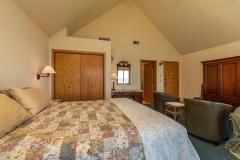 Turtle Rocks Inn Room Three - bed, chairs